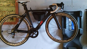 velo  route carbon sram red avec roue campagnolo ultra bullet