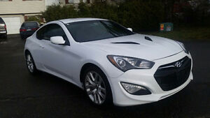 2014 Hyundai Genenis 2 door coupe, 2 litre turbo with only 1800