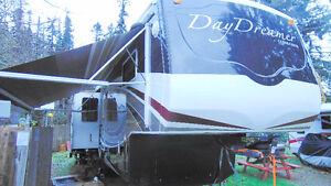 IMMACULATE 38' DAYDREAMER 5TH WHEEL FOR SALE!!!