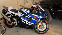 Suzuki GSX-R1000 Supersport blanc et bleu impécable