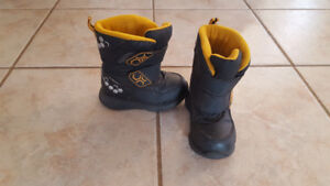 Boys Winter Boots from Osh Kosh (Size 8)