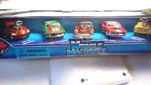 MUSCLE MACHINES DIECAST 2001 CHRISTMAS EXCLUSIVE CARS SET OF 5