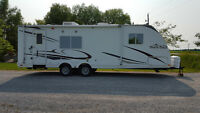 2009 26' North Trail Travel Trailer