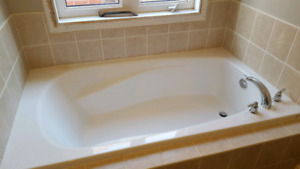 Free morolin bath tub with faucet