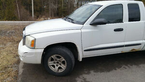2007 Dodge Dakota SLT Pickup Truck 4x2 - AS IS/PARTS TRUCK