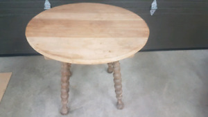 Table antique en bois massif