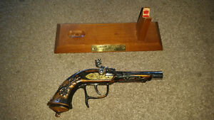 Antique pistol lighter in excellent condition only 40$.......... London Ontario image 3