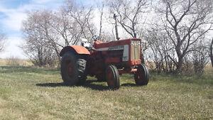 International 706 Tractor