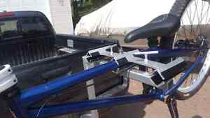 Bike rack, holds 3 bikes, for 1 1/4 hitch excellent shape
