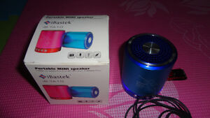 BRAND NEW MP3 MINI SPEAKER 2GB FM RADIO USE SD CARDS