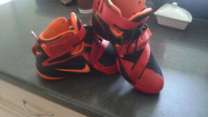 king James shoes size 4.5