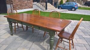7 foot rustic dining table w chairs/ Table 7 pieds et 6 chaises