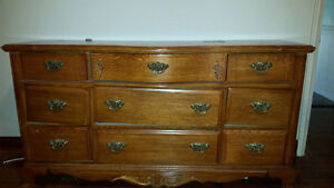 Oak dresser and 2 nightstands