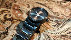 Selling Nixon watch in Gunmetal