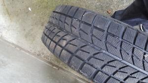 4 pneus d'hiver Bridgestone Blizzak 205/70 R15