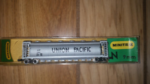 N scale Minitrix Centre Flow Union Pacific hopper #3123