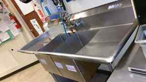 2- Compartment Sink with two side Trays Kingston Kingston Area image 2