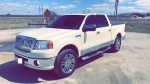 2007 LINCOLN MRK LT..PEARL WHITE..CHROME PACKAGE..MINT CONDITION