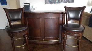 Beautiful solid wood bar with 2 stools.