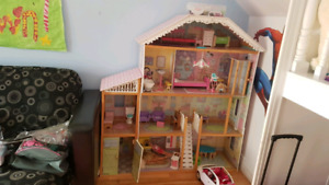 Maison de Barbie et accesssoire !!