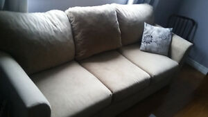QUEEN PULLOUT SOFA/COUCH