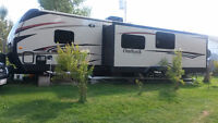 2014 KEYSTONE OUTBACK 323 BH WITH DIAMOND PACKAGE.