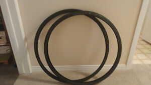 700 x 28 bicycle tires