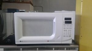 """White 20"""" Microwave Good Condition!"""