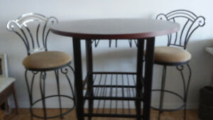 Ensemble:   Table de bar  +  4 bancs