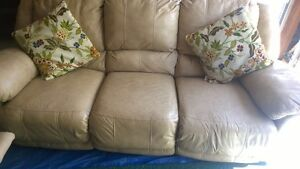 Ashley's pure leather recliner sofa set