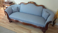 ANTIQUE VICTORIAN SOFA, COUCH IN EXCELLENT SHAPE -DELIVERY AVAIL