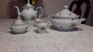Soup tureen, teapot etc Made in Poland vaisselle porcelaine fine