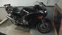 2003 Kawasaki ZZR 600, low mileage, great condition + Extras