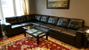 Sectional couch in black