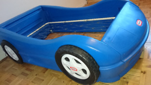 TODDLER BED FRAME BY LITTLE TIKES Blue RACE CAR