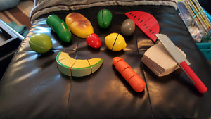 MELISSA AND DOUG WOODEN CUT UP FOODS