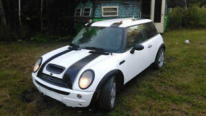 2003 MINI Mini Cooper white Coupe (2 door)