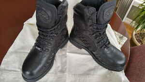 Harley Davidson women's GORE TEX boot size 7.5. WORN ONCE!!