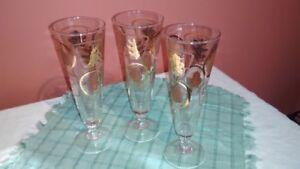 Set of 7 Vintage mid-century gold leaf pattern glasses