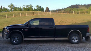 2012 3500 Dodge Pickup Truck in like new condition!