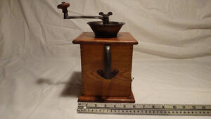 Antique Coffee Grinder collection 4 pieces West Island Greater Montréal image 4