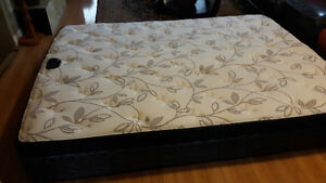 3 months old Queen mattress with box spring for sale Kitchener / Waterloo Kitchener Area image 1