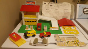 Vintage (1978) Tonka Deluxe Builders Playset  + Fire Station Set