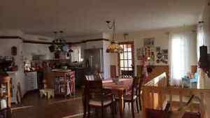 Jolie maison à prix abordable avec superbe hall d'entrée ! Saguenay Saguenay-Lac-Saint-Jean image 4