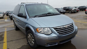 2006 Chrysler Town & Country LIMITED...Loaded $5500