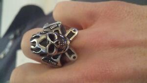 Stainless steel skull ring size :9