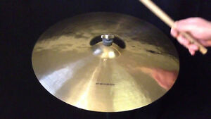 Ride cymbal a vendre.