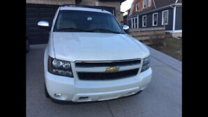 2013 Chevy Avalanche LTZ B Special edition 4-door fully loaded