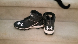 Kids Under Armour football/baseball shoes