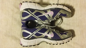 Nike Air Sneakers Like New! Size 5